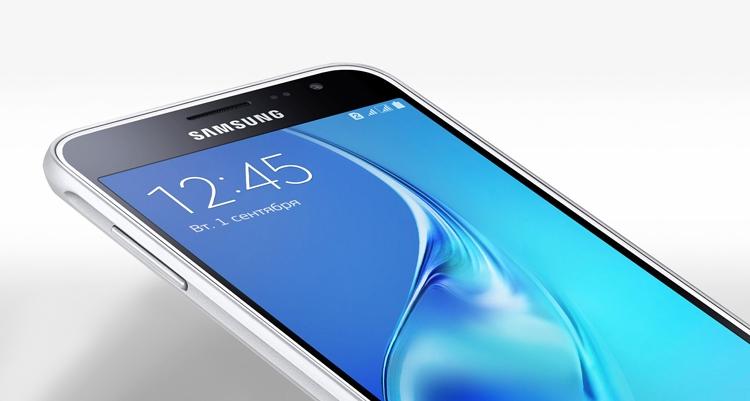 smartfony-samsung-serii-j-2017-galaxy-j3-2017-ehkran