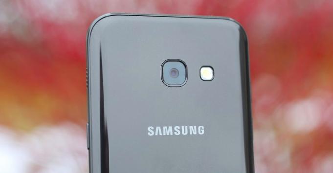 smartfony-samsung-serii-j-2017-zadnyaya-panel-novojj-serii
