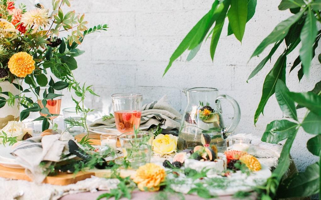 Цветы-летняя сервировка стола фото 2