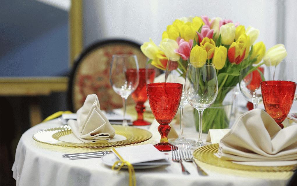 Цветы-летняя сервировка стола