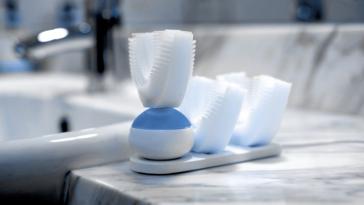 Автоматична зубна щітка вичищає Ваші зуби всього за десять секунд.