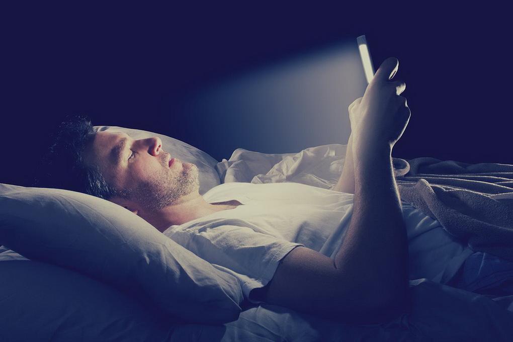 Гаджеты-в кровати