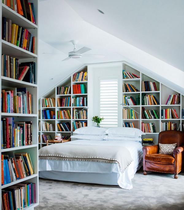 Книги в спальне-фото