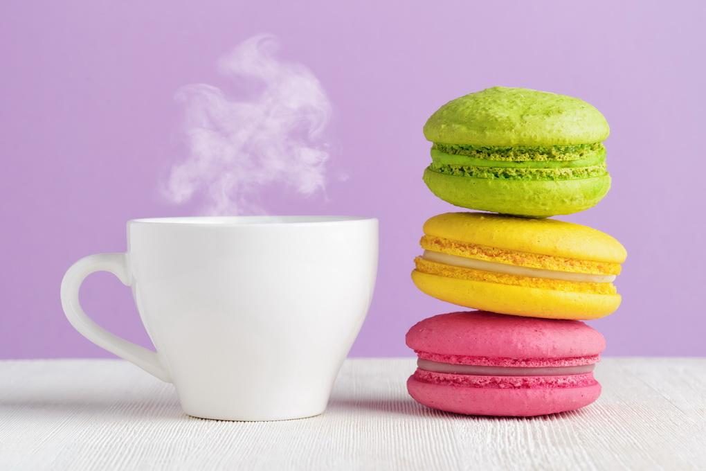Макароны и чашка ароматного кофе-фото