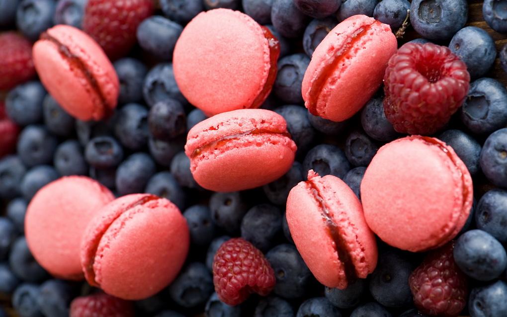 Малиновые макароны-ягодный микс