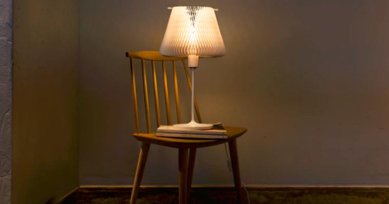 Настольная лампа с трансформируемым абажуром