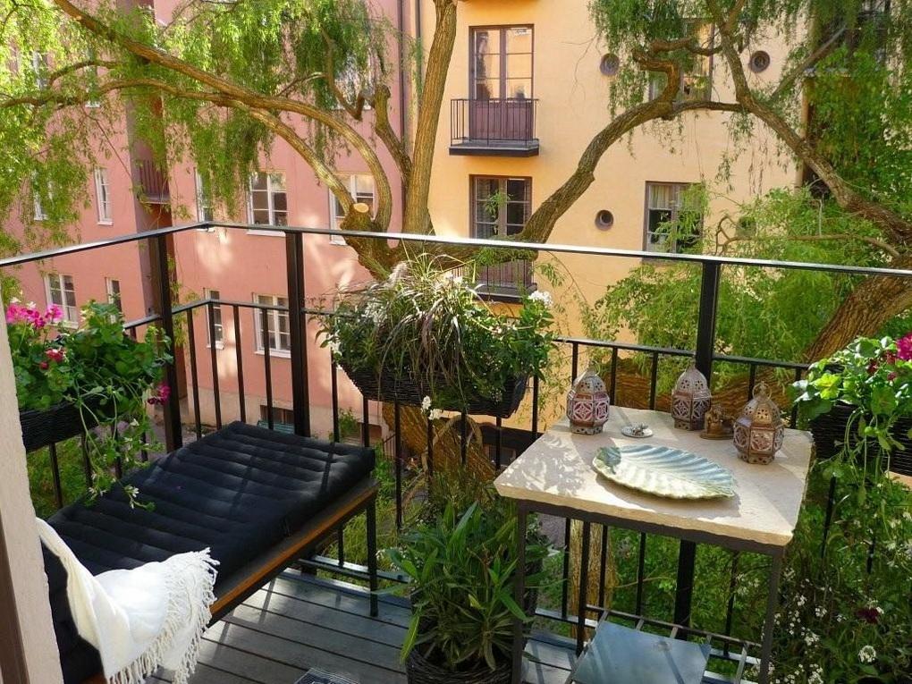 Открытый балкон-зона для чтения
