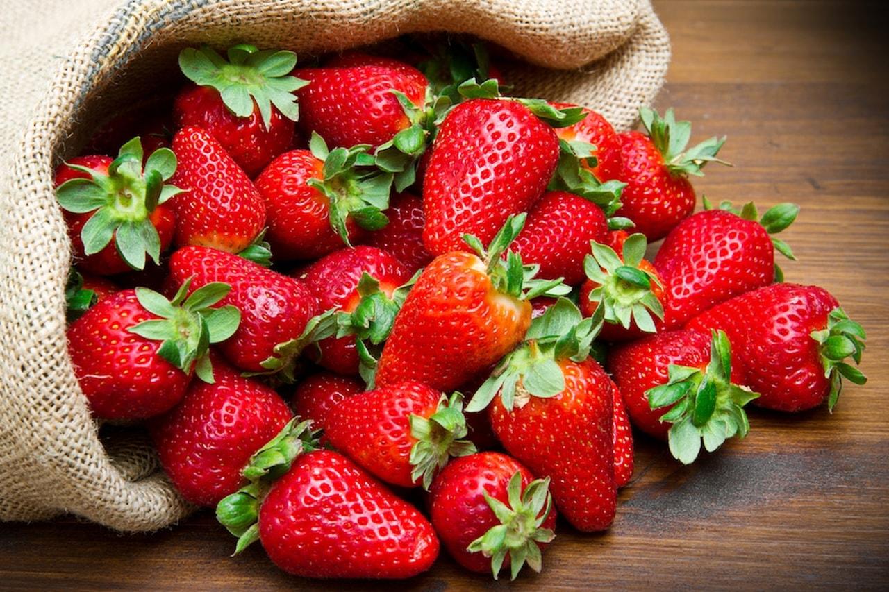 Папка «Фото», Как правильно заморозить клубнику на зиму в холодильнике – мешок ягод.