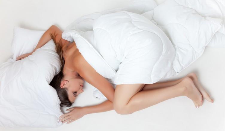 Спящая девушка-фото