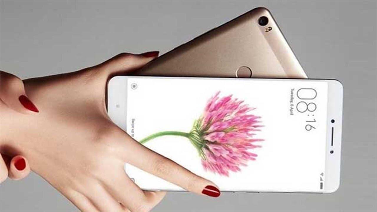 Xiaomi Mi Max 2_обзор максимумов и минимумов смартфона - два смартфона в руке