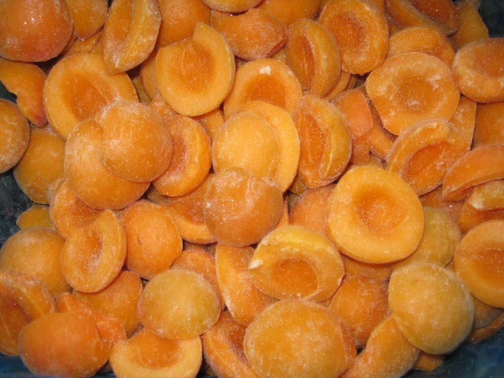 Замороженные половинки абрикосов-фото