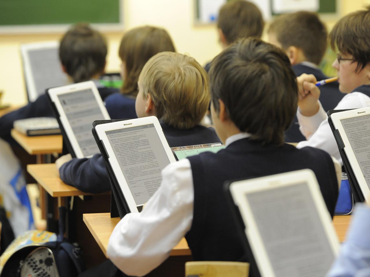 Гаджеты в руках школьника – электронные книги