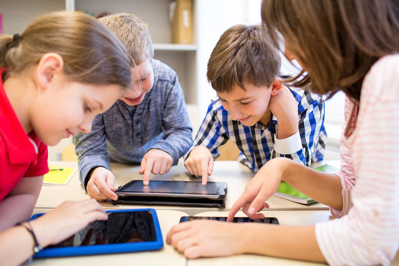 Гаджеты в руках школьника - планшеты