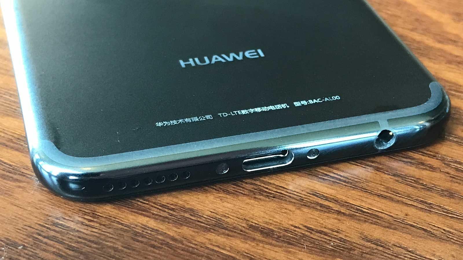 Обзор Huawei Nova 2 - нижняя панель смартфона