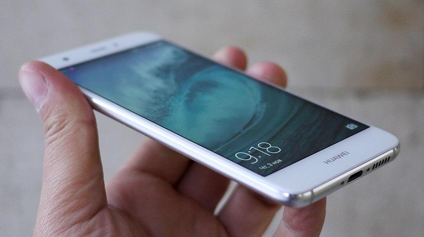 Обзор Huawei Nova 2 - смартфон в руке