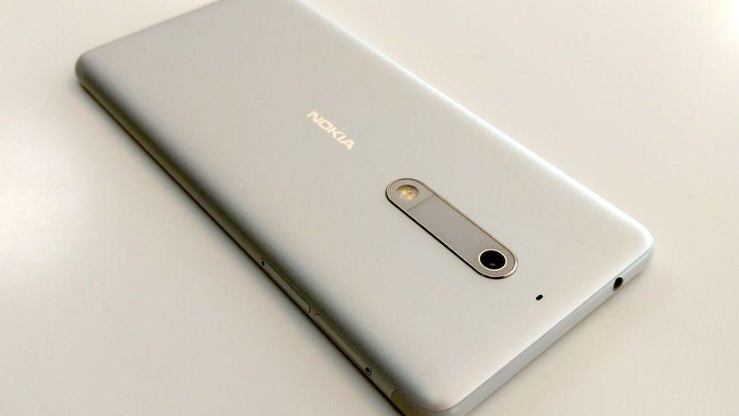 Возвращение смартфонов Nokia_обзор Nokia 3 и Nokia 5 - Nokia 5 задняя панель