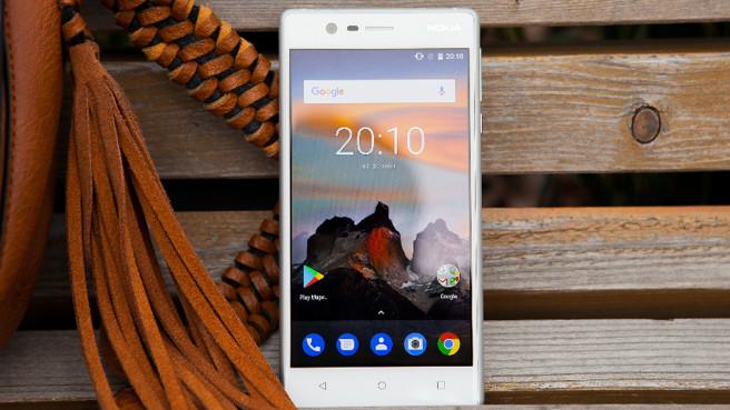 Возвращение смартфонов Nokia_обзор Nokia 3 и Nokia 5 - белый смартфон Nokia