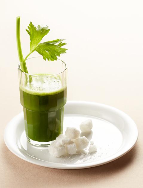 Зеленый сок с подсолнечником-фото