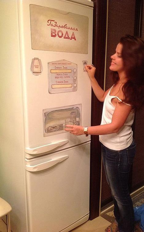 Декор и превращения старого холодильника-автомат с газировкой