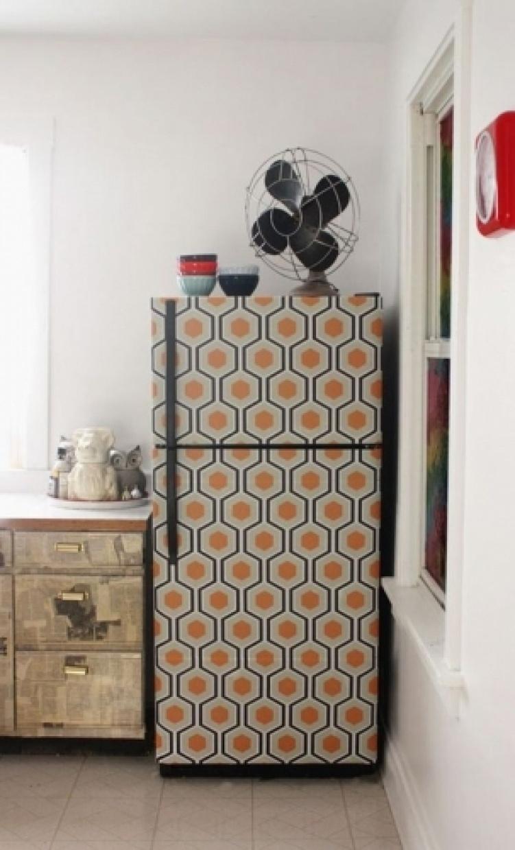 Декорированный пленкой холодильник-в интерьере