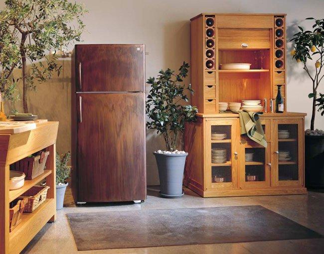 Холодильник под дерево-интерьер