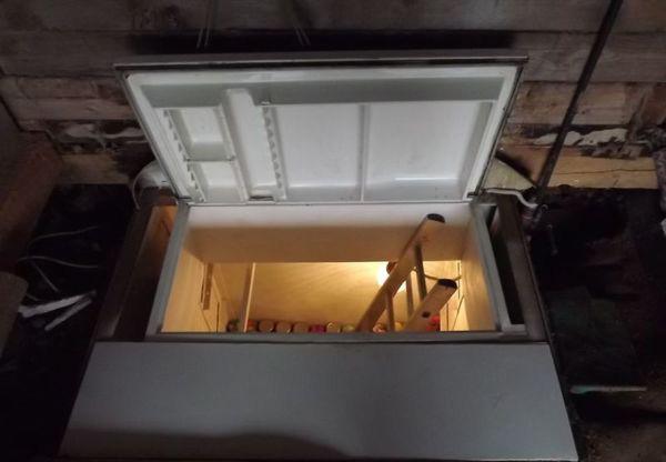 Холодильник-вход в погреб