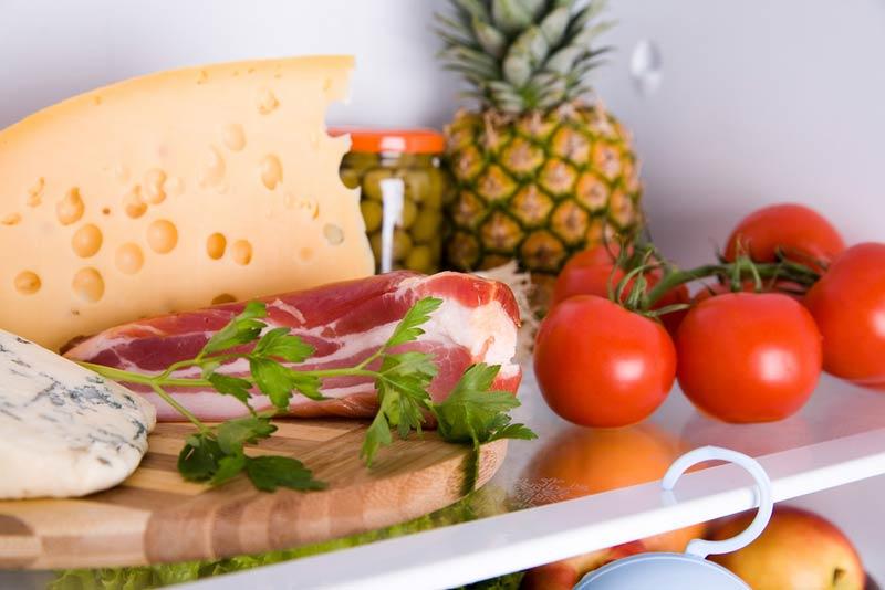 Какая температура должна быть, чтобы продукты не портились - разные продукты на одной полочке