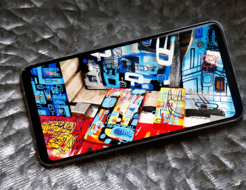 LG V30-яркий экран