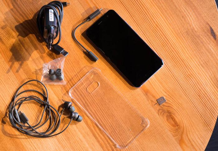 Обзор HTC U11 - комплектация