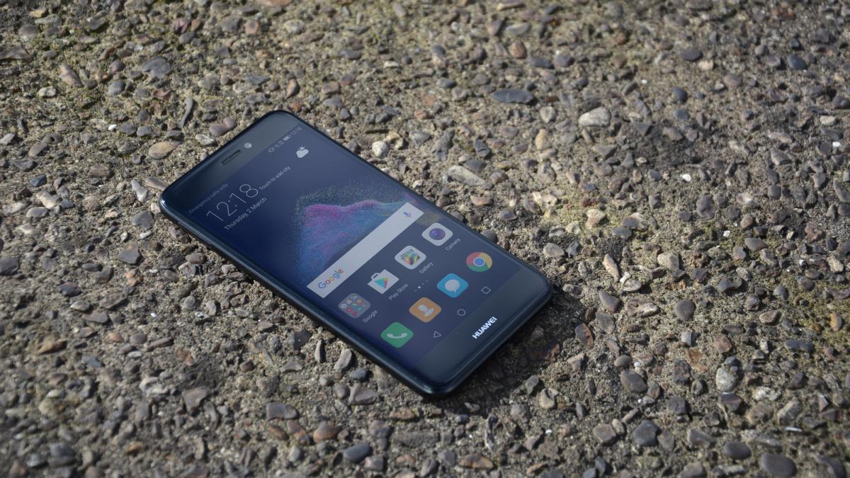 Обзор Huawei P8 Lite 2017 - смартфон на земле