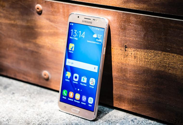 Папка «Фото», Сюрприз! Смартфон на подарок, который понравится каждому – Samsung Galaxy J7 (2016).