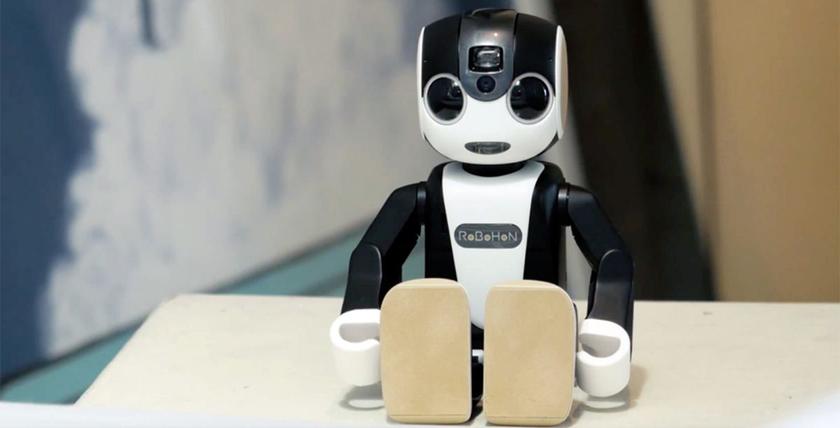 Sharp-робот-телефон