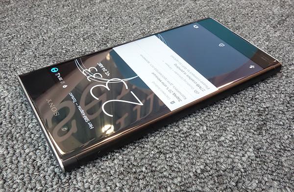 Sony Xperia XA1 Plus-дизайн модели экран