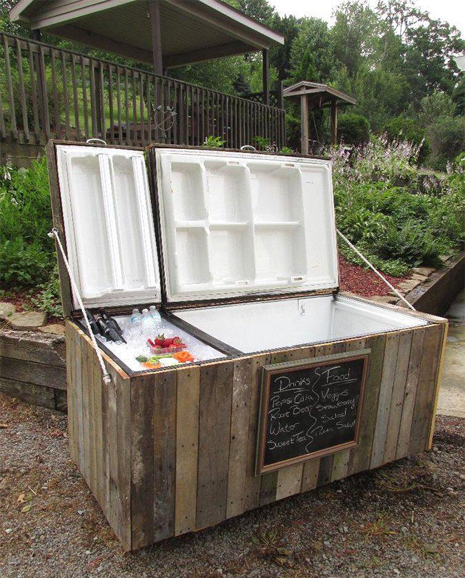 Старый холодильник-для охлаждения напитков