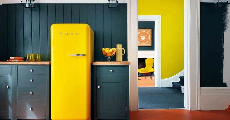 Желтый холодильник-в интерьере фото