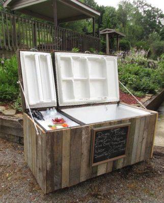 Старий холодильник-для охолодження напоїв