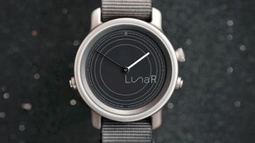 «Розумний» годинник на сонячній батареї