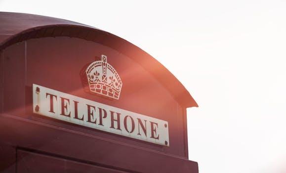 Чем отличается смартфон от телефона_главные отличия - телефонная будка