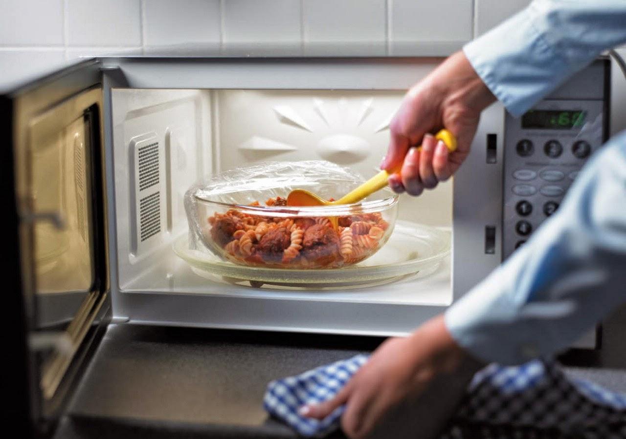 Чистка микроволновой печи_удаляем загрязнения без вреда для пищи - еда в микроволновке