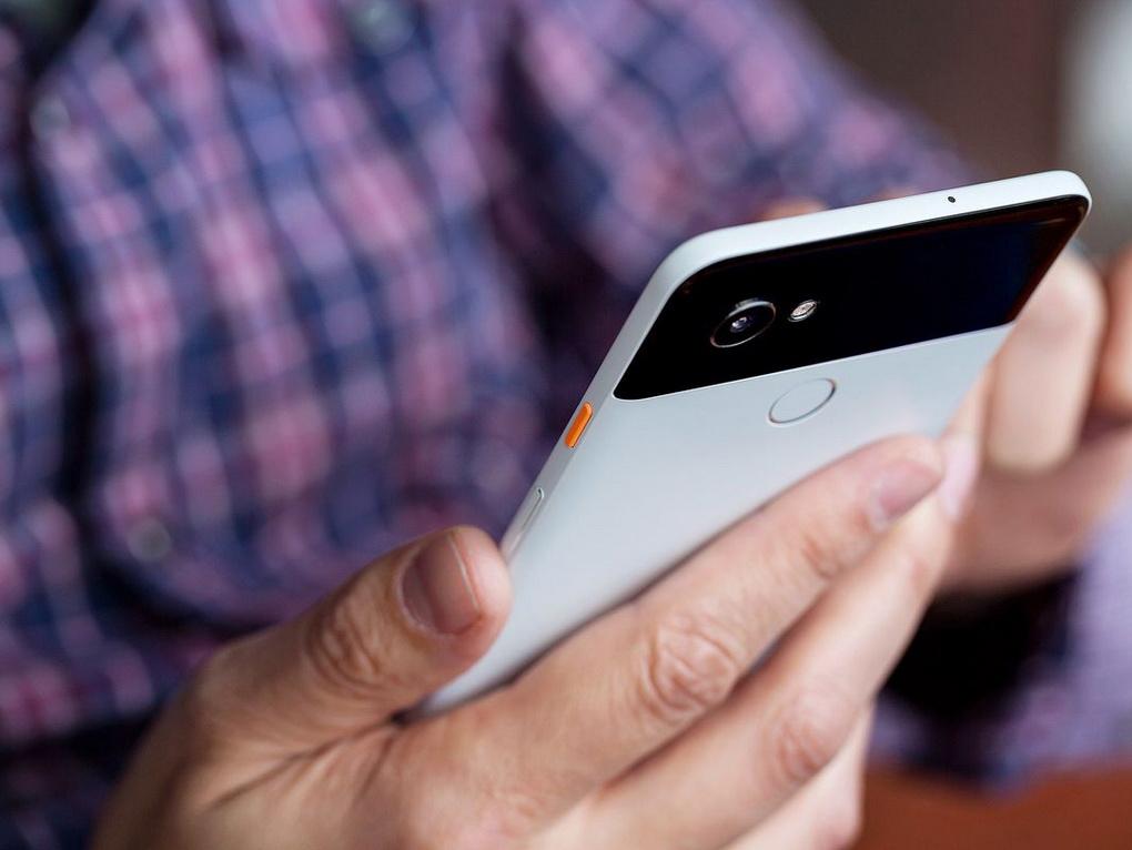 Новые Google Pixel-смартфон в руках