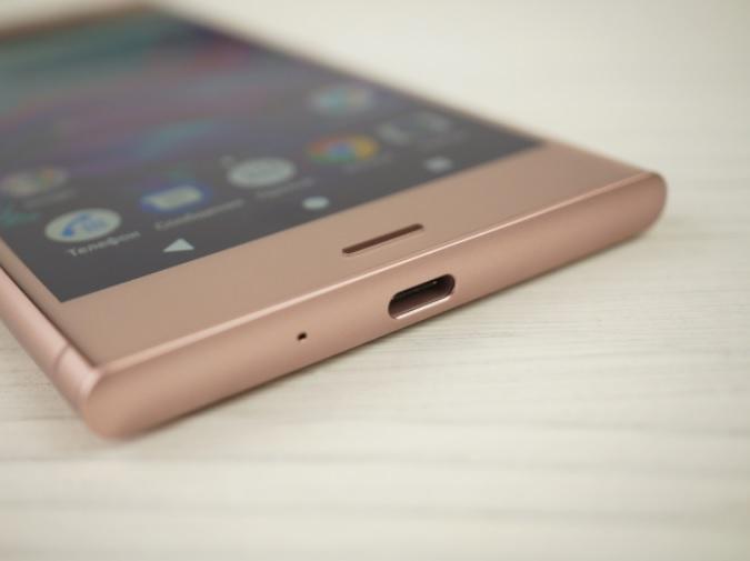 Обзор смартфона Sony Xperia XZ1 – дизайн (7)