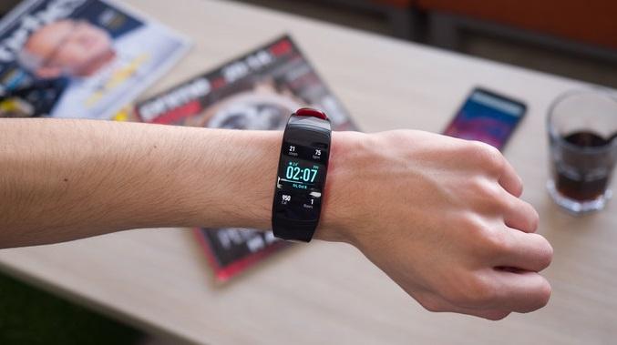 Обзор влагозащищенного фитнес-браслета Samsung Gear Fit 2 Pro – рлюсы и минусы