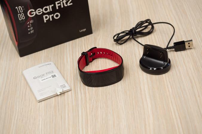 Обзор влагозащищенного фитнес-браслета Samsung Gear Fit 2 Pro – удобство и автономность