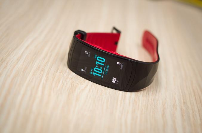 Обзор влагозащищенного фитнес-браслета Samsung Gear Fit 2 Pro - дизайн