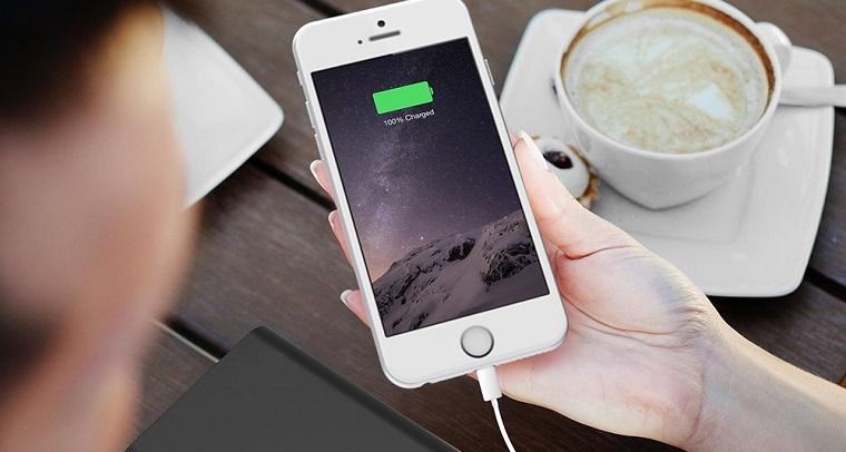 Папка «Фото»_ 8 мифов о батареях мобильных устройств – пользоваться смартфоном_ когда он заряжается.