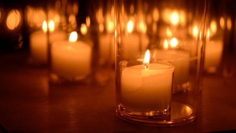 свечами