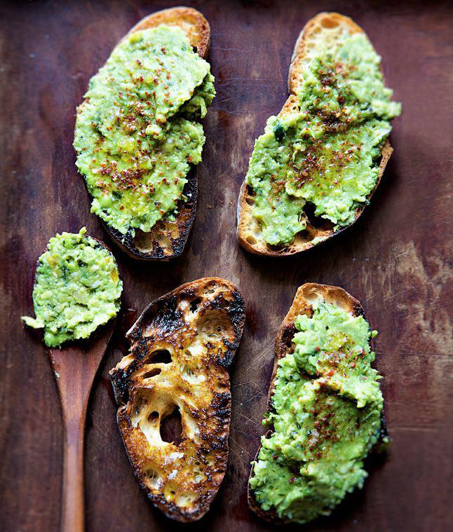 Бутерброд-с авокадо и гороховым пюре