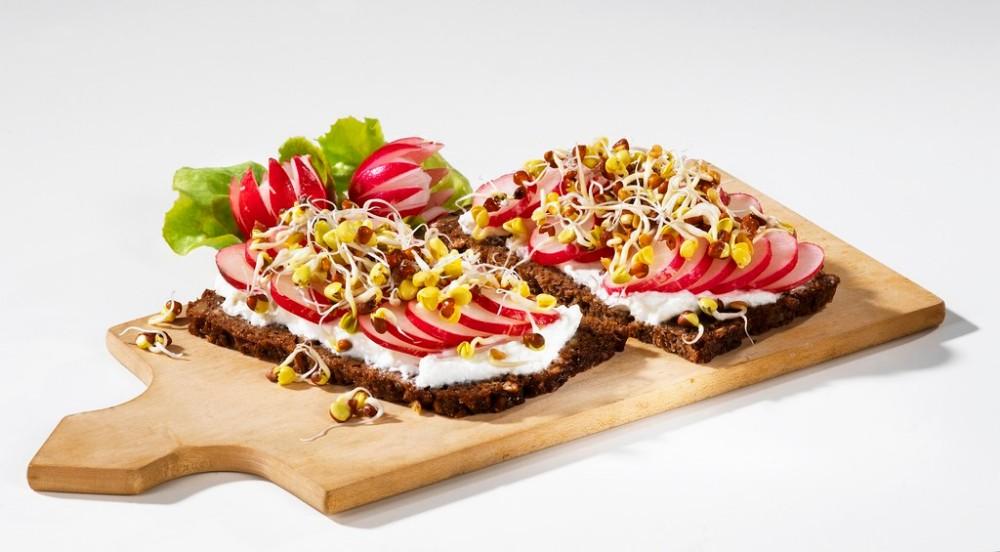 Бутерброды с ростками-фото