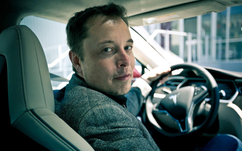 Папка «Фото»_ 10 самых интересных проектов Илона Маска – Илон Маск за рулем.
