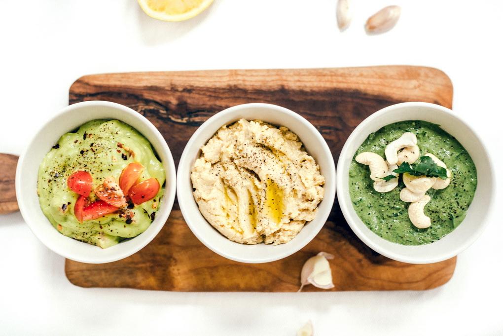 Песто хумус и гуакамоле-фото